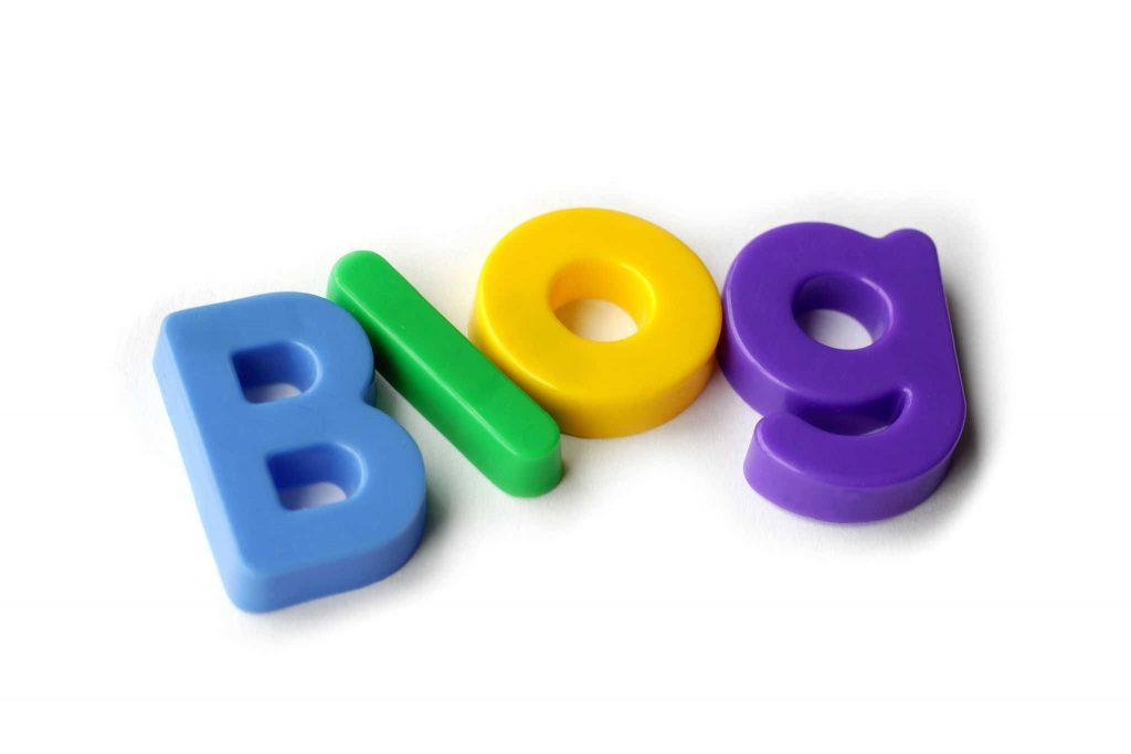 Liebster Blog Award - napis blog ułozony z plastikowych liter