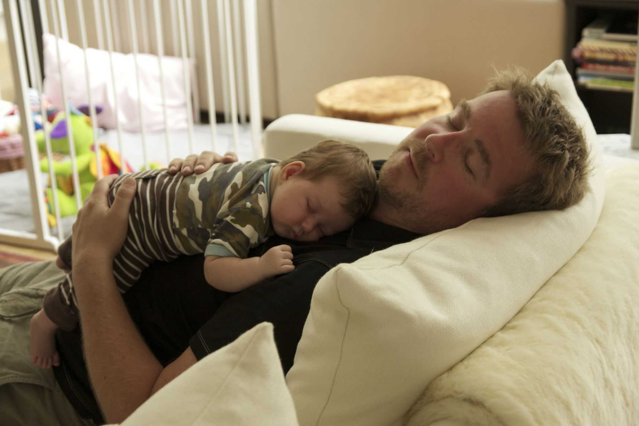 tata na zwolnieniu z dzieckiem